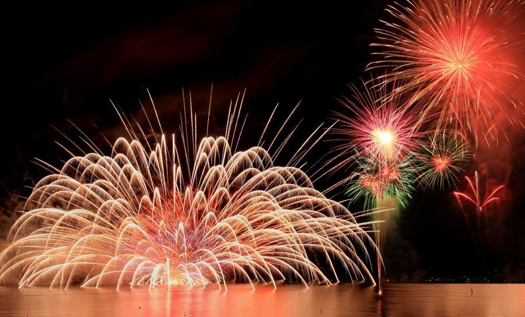 水中花火を見たことがない方におすすめ!今年の夏は館山観光まつり館山湾花火大会で決まり